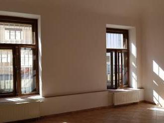 PRENÁJOM - dve kancelárie v Nitre v centre - prízemie