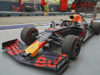 První trénink F1 v Singapuru patřil Verstappenovi, Bottas boural