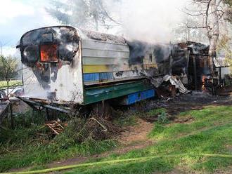 Požár včelína vmaringotce a unimobuňce na Novojičínsku zaměstnal dvě jednotky