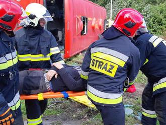 Společně spolskými kolegy cvičili hasiči vPardubickém kraji zásah při nehodě vlaku a autobusu
