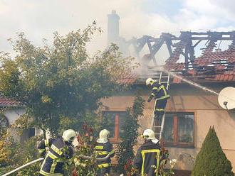 Druhý stupeň požárního poplachu je vyhlášen při požáru rodinného domu vČernovicích na Blanensku.…