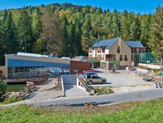 Welness Spa Hotel Čertov, obklopený kysuckou prírodou ponúka ubytovanie s reštauráciou a wellness.