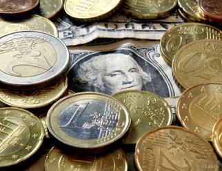 Kurz eura v piatok dočasne vzrástol nad 1,11 USD/EUR