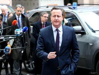 Britský expremiér Cameron nevylučuje druhé referendum o brexite