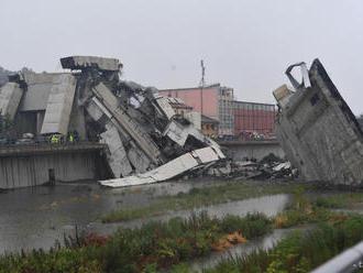 Pre zrútený most v Janove dali do domáceho väzenia 3 osoby
