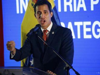 Guaidóa vyšetrujú kvôli fotkám s kolumbijskými kriminálnikmi