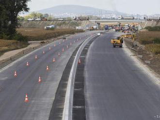 Dva úseky R7 majú byť podľa stavebníka dokončené na jar 2020