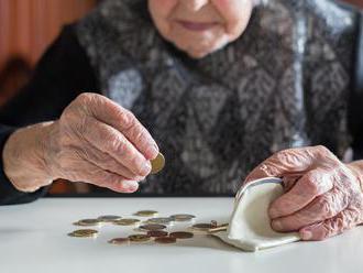 Poslanci odmítli senátní návrh přidat lidem, kteří jsou v důchodu alespoň 25 let