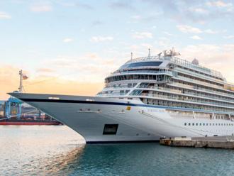 Osm měsíců v luxusu na moři. Zaoceánská loď začala rekordní plavbu, bez dětí i kasin