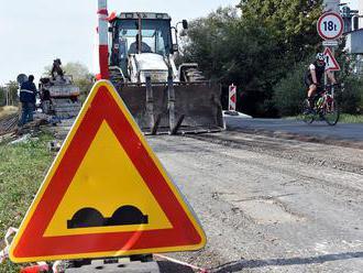 Opravy ciest skomplikujú dopravu v okresoch Púchov a Považská Bystrica