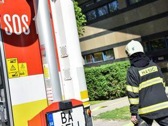 Po čelnej zrážke v Liptovskom Hrádku s kamiónom zahynul vodič osobného auta