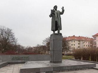 Moskva pohrozila odvetou za plány na premiestnenie Konevovej sochy