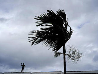 Blíži sa tropická búrka Humberto na Bahamách