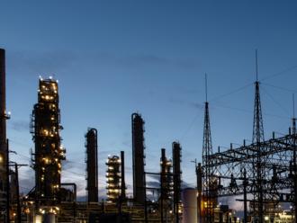 Ceny elektriny klesajú, vysvetlenie je v ochladení priemyslu