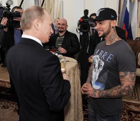 Ruský raper v klipu podpořil Putina. Na YouTube trhl rekord v počtu záporných reakcí