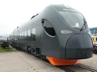 Nové vlaky Leo Express míří na testovací okruh do Velimi