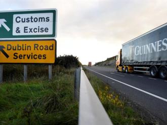Brexit bez dohody znamená kontroly hranic na Irském ostrově, zodpovědná bude Británie, řekl Juncker