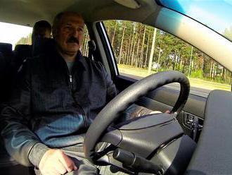 Kde tedy běloruský prezident vzal svou drahou Teslu? Je to stále větší taškařice