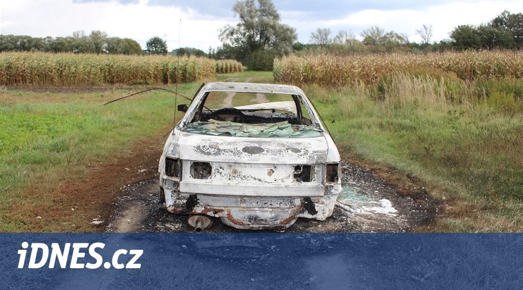 Zloději kradli hlavně octavie. Když chtěli zakrýt stopy, auta zapálili