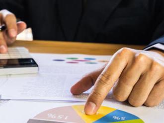Akciam odzvana, investori hladaju alternativy