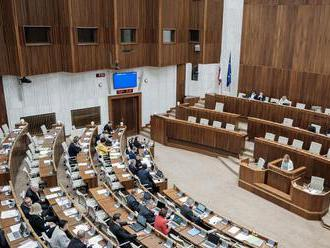 Parlament prelomil veto prezidentky, opätovne schválil novelu zákona o sudcoch a prísediacich
