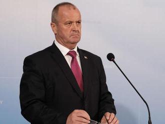 Minister obrany Gajdoš je pripravený obhájiť armádne nákupy