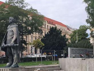 Na námestí, kde chce Matovič spomínať na 17. november, búchajú krompáčmi
