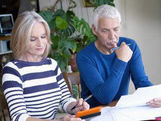 Dôchodci dostávajú v priemere 460 eur, o tretinu viac ako pred desiatimi rokmi