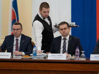 Výbor vypočúva kandidátov na sudcov Ústavného súdu, štyria sa z híringu ospravedlnili
