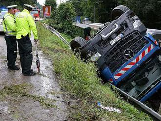 Počas leta sa na slovenských cestách stalo 2 375 dopravných nehôd