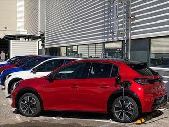 Francúzi štartujú v Trnave výrobu elektrického Peugeotu 208