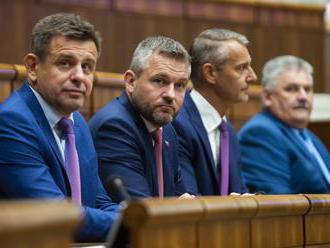 Parlament je uznášaniaschopný, opozícia sa pokúsi odvolať premiéra