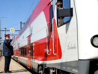 Dopravu medzi Bratislavou a Komárnom posilnil poschodový vlak