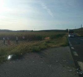 Hrozivá dopravná nehoda pri obci Gemer: FOTO Zrážka motocykla a kamiónu, vodič skončil v poli