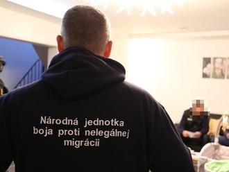 Pre prevádzačstvo obvinili šesť Slovákov a Ukrajinku: Nelegálne zamestnávali stovky cudzincov