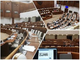Nekonečná schôdza v parlamente: FOTO Rozprava o odvolávaní premiéra sa natiahla do noci