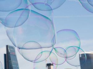 Bublina s pákovým efektom: Ekonomická budúcnosť sveta negatívnych úrokových sadzieb