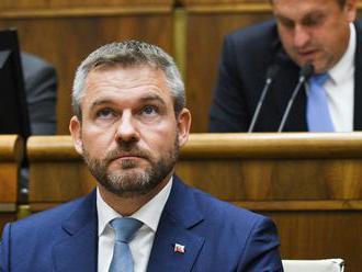 Výbor odporúča opozícii, aby stiahla jeden z návrhov na odvolanie premiéra Pellegriniho