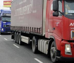 V Komárne odklonili dopravu pre kamióny, chcú znížiť zaťaženie Vážskeho mosta