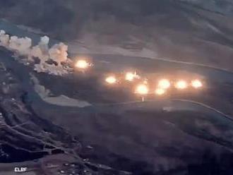 Zverejnili video, ako Američania zhodili na bojovníkov Islamského štátu 40 ton bômb