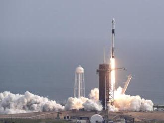 Společnost SpaceX úspěšně vyzkoušela nouzový záchranný systém