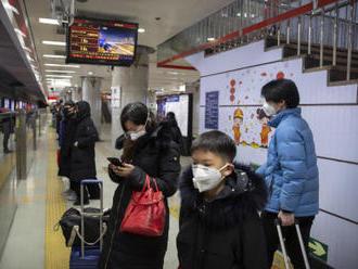 Čína eviduje 26 obětí nového viru, úřady uzavírají další města