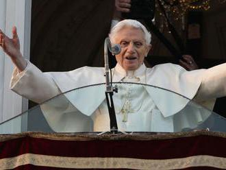 Benedikt XVI. žiada odstránenie svojho mena z kontroverznej knihy