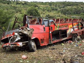 Pri zrážke autobusov v Ghane zomrelo 34 ľudí
