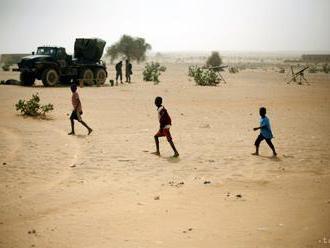 Ozbrojenci zaútočili na dedinu v Mali, zahynulo 15 ľudí