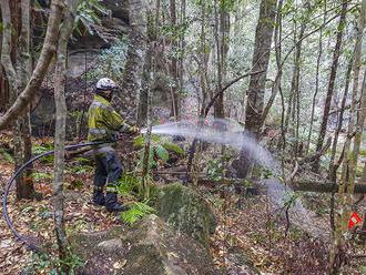 Na lesné požiare padá dážď, ľudia a hasiči cítia úľavu