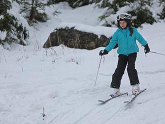 V lyžiarskom stredisku na Chopku Juh v okrese Brezno sa zrazili lyžiari, jeden neprežil