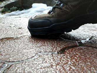 Údržba chodníkov má v Košiciach prvú obeť. Muž sa zabil rovno pred magistrátom mesta Košice