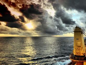 Námorník Marek Rozim vysvetľuje, ako to funguje na nákladnej lodi a ako sa chránia pred pirátmi
