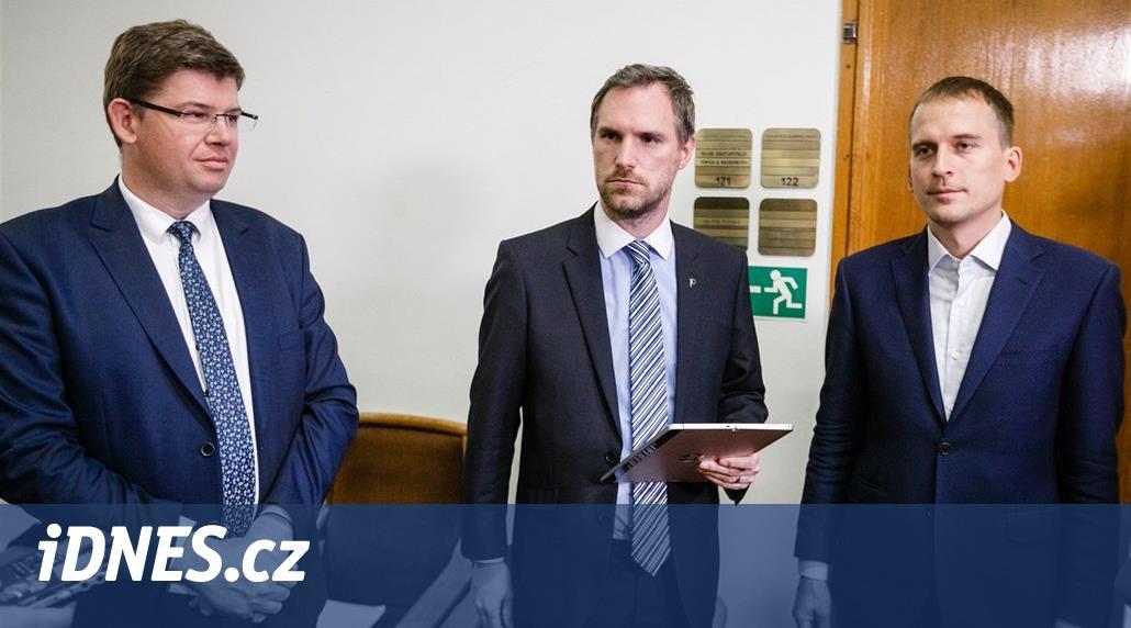 Koalice se pře o zakázku DPP, projedná odvolání Witowského i Scheinherra